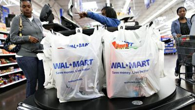 Walmart Falls Short on Holiday Sales, 2021 EPS Forecast
