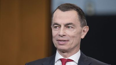 UniCreit CEO Mustier Rules Himself Out of HSBC Running
