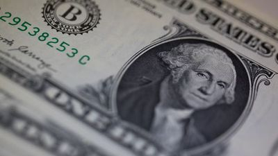 Dollar's Surge Isn't Over, Goldman Strategists Say in Note