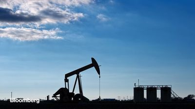 Oil Rebounds as China Stocks Strategic Reserves With Cheap Crude