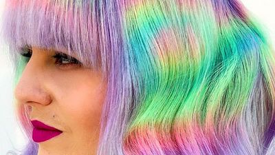 This hair colorist uses hairspray bottle caps to color hair