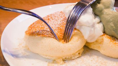 New Yorkers are lining up to try fluffy soufflé pancakes from a Japanese chain — here's what they're