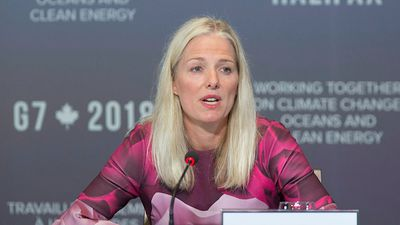Environment minister says she's no 'quitter' on climate change