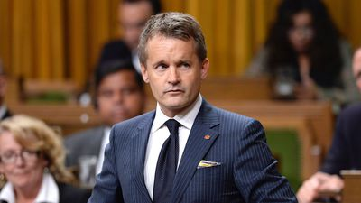Minister orders review of veteran's relatives' admissibility