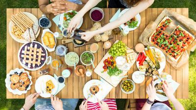 Money Monitor: How to throw a dinner party for $10 a guest
