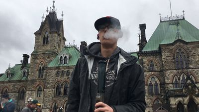 4-20 protesters smoke on Parliament Hill to send message on legalization