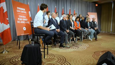 Federal leaders stick to what works on Day 20 of campaign