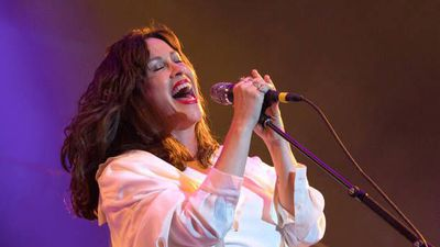 Alanis Morissette to go on 'Jagged Little Pill' anniversary tour
