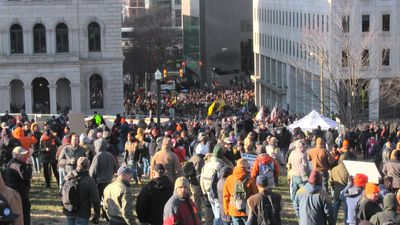 Protesters crowd Virginia's capital to defend right to bear arms