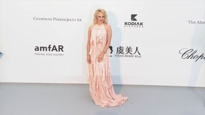 Pamela Anderson weds movie mogul Jon Peters