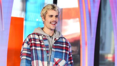 Justin Bieber defends crying paparazzi shots