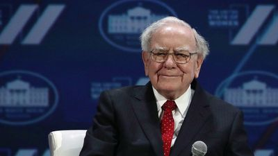 Billionaire Warren Buffett Ditches His Flip Phone for an iPhone