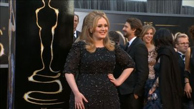 Adele salutes best friend for opening up about postpartum psychosis