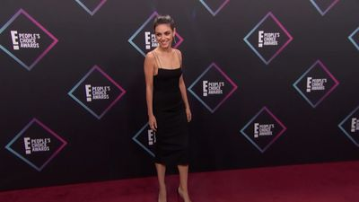 People's Choice Awards: Rita Ora and Victoria Beckham walk the red carpet