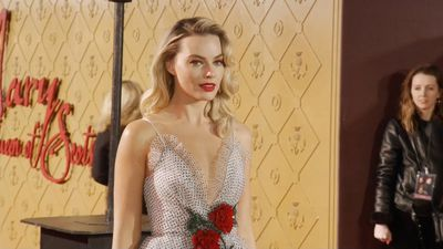 Margot Robbie's restrictive corset helped her become Queen Elizabeth I