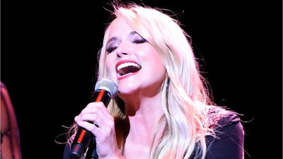 Trending: Miranda Lambert reveals she secretly got married, Bette Midler to perform at the Oscars, a