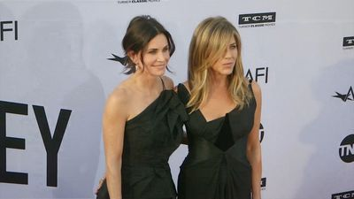 Jennifer Aniston and Courteney Cox land in Mexico after plane drama
