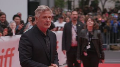 Alec Baldwin remembers late dad on death anniversary