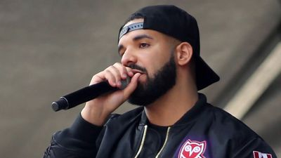Drake's private plane does flyovers for Raptors parade