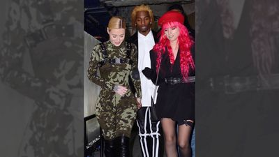 Iggy Azalea fuels engagement rumours with new ring