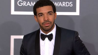 Concertgoer sues Drake over beer bottle injury