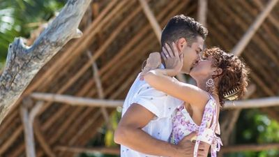 Sarah Hyland and boyfriend Wells Adams announce engagement