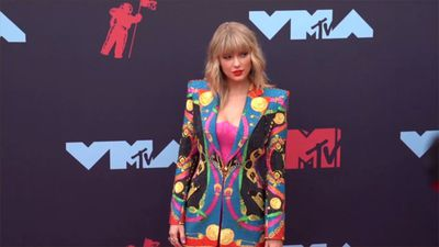 Trending: Taylor Swift calls Kanye West 'Two Faced', Megan Fox had a breakdown following her appeara