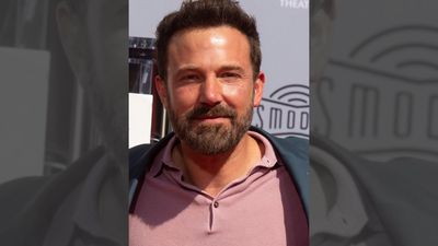 Ben Affleck officially ends Kevin Smith feud at hand and footprint ceremony