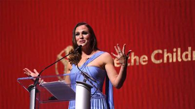 Jennifer Garner marks breast cancer awareness month by documenting mammogram