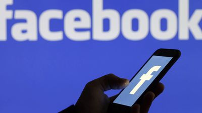 Facebook Bug Causes Users' Cameras to Activate as They Scroll
