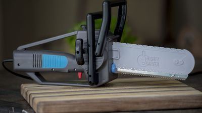 Electric Carving Knife Looks Like A Chainsaw