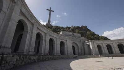 Spain: Row over Franco's remains