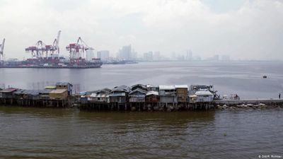 Manila: fleeing rising water levels