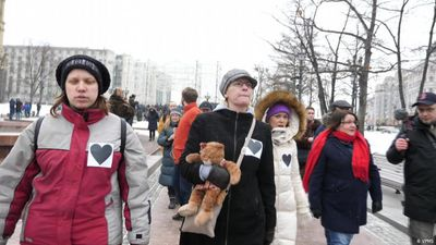 Russian mothers fight for jailed protesters