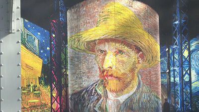 World News - Watch: Visitors immerse themselves in the world of Van Gogh at gallery