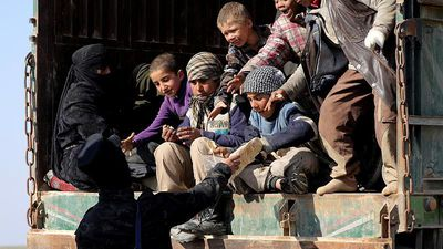 No Comment - Syrian Kurdish fighters carry out major evacuation from last ISIS stronghold