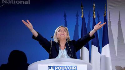 """""""It is absolutely necessary that Emmanuel Macron be defeated,"""" says Marine Le Pen"""
