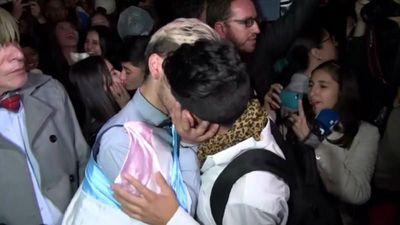 """World News - Colombian same-sex couples hold """"kiss-a-thon"""" in support of LGBT rights"""