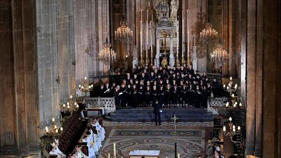Good Morning Europe - Notre Dame choir vows to sing on