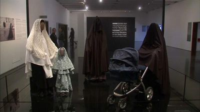 World News - Lifting the veil: Jerusalem exhibition aims to explain religious dress