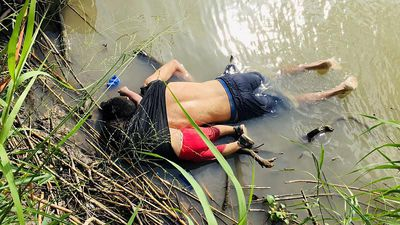 Harrowing photo of drowned father and daughter shows peril migrants face at southern US border