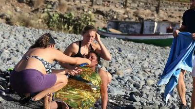 Sunbathers come to aid of exhausted migrants on Gran Canaria beach