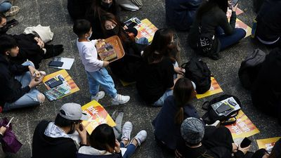 Hong Kong's business district puts protests on the lunch menu