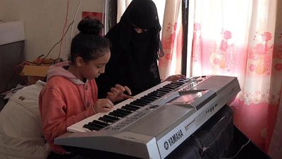 How is a Yemeni school using music to help children in wartime?