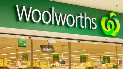 Woolworths (ASX:WOW) defers spin-off of Endeavour drinks