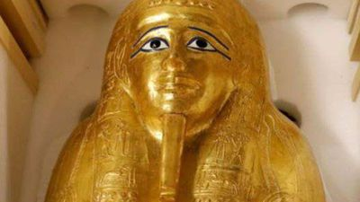 Looted gilded coffin returned to Egyptian authorities
