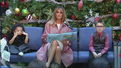 Melania Trump makes Christmas visit to children's hospital