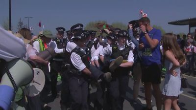 Police arrest Extinction Rebellion protesters in London