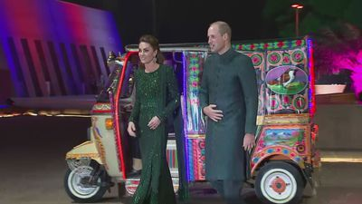 William and Kate take rickshaw to commission reception