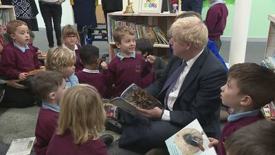 PM reads The Incredible Hulk book to pupils